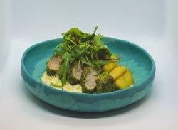 Mușchiuleț de porc cu sos carbonara și cartofi cu rozmarin și usturoi image