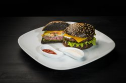 Bleack hot Burger cu cipsuri din cartofi și sos spicy mayo image