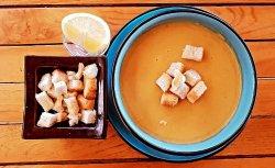 Supa crema de linte cu lamaie si crutoane  image
