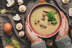 Supa crema de ciuperci porcini si crutoane integrale cu parmezan  image