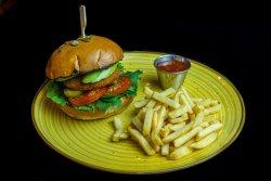 Veggie Burger servit cu cartofi pai cu parmezan si usturoi + sos sweet chilli image