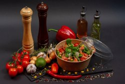 Salată cu somon afumat image