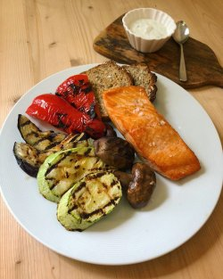 Fried salmon with grilled vegetables image