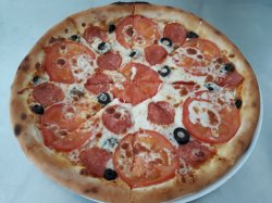 Pizza con Tonno