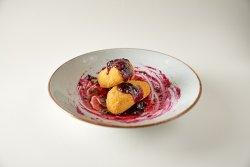 Camembert în crustă crocantă cu dulceață de afine image
