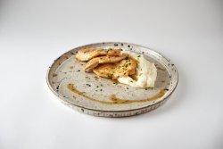 30% Reducere Piept de pui rumen cu piure de cartofi și sos de lime aromatizat cu usturoi image