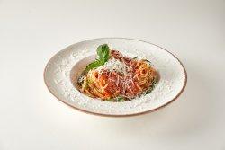 Spaghetti con pomodorini e pancetta image