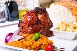 Ciolan de porc în crustă de miere cu iahnie de fasole și varză murată image
