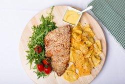 Coaste dde porc marinate în crustă de ierburi cu piure de cartofi și salată de varză image