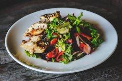 Salată fresh cu pui la grătar  image
