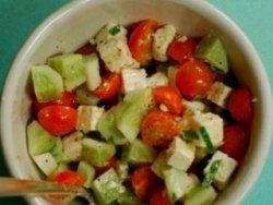 Salata taraneasca cu telemea image