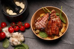 Ceafă de porc marinată la grill cu cartofi image