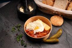 Tochitura cu mămăligă, ou și telemea  image