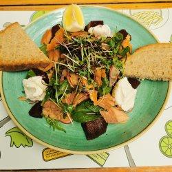 Salata cu pastrav afumat image