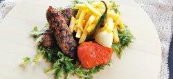 Adana cu legume coapte și cartofi prăjiți image