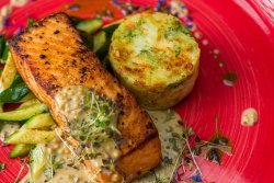 Somon file cu sos de muștar, zucchini și cartofi rosty/Salmon fillet with mustard sauce, zucchini and roasted potatoes