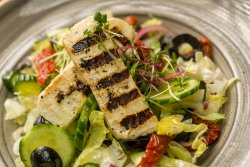 Salată cu brânză Halloumi crocantă/Crunchy Halloumi salad