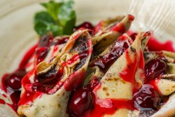 Clătite cu mac și sos de vișine/Poppy seed crepes and cherry sauce