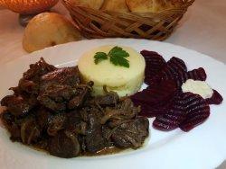Ficăței de pui în sos de vin roșu image