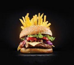 Hot Fi (Chilliburger + cartofi)