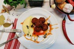 Chiftele cu sos de rosii si piure de cartofi image