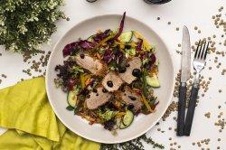 Salata crocanta cu muschiulet de porc in crusta de ierburi image