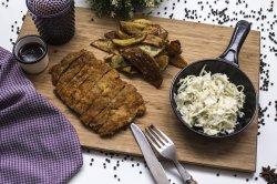 Schnitzel de vitel cu salata de varza si cartofi wedges image