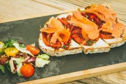 Bruschetta smoked salmon, baked peppers, parsley and cheese cream
