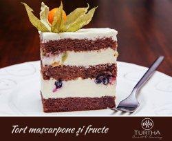 Tort mascarpone si fructe de padure