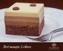 Tort Mousse trei ciocolate