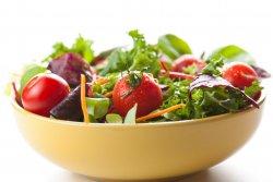 Mix de salată verde cu roșii cherry image