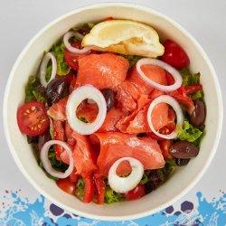 Salată cu somon fume image
