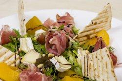 Salată prosciutto & piersici image