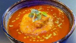 Supa de rosii cu branza tofu si curry verde image