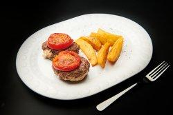Biftec de vita umplut cu feta la gratar cu garnitura cartofi crocanti cu oregano image