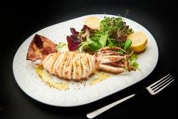 Calamar prajit/gratar cu mixt de salate verzi image