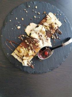 Clătite cu ciocolată, nuci, banane image
