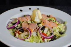 Salată cu somon fumme image