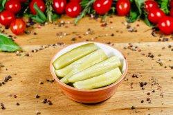Salată de castraveți acri image