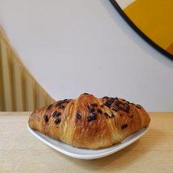 Croissant cu ciocolata si alune image