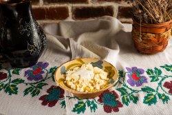 Mămăliguță cu brânză sărată și smântână  image