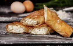 Plăcintă cu brânza dulce și stafide  image
