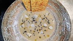 Crema di asparangi con formaggi di capra image