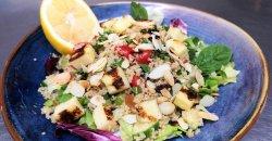 Insalata di quinoa con Halloumi grigliato image