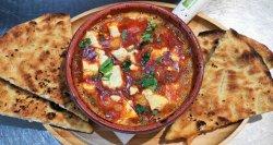 Saganaky - gamberi in padella, con salsa di pomodori & Feta cheese image