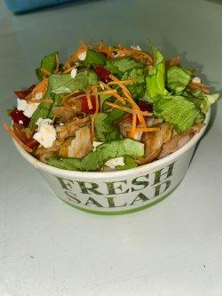 Salată legume cu pui și brânză feta image