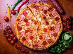 Pizza Prosciuto Salami 32 cm image