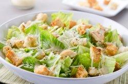 Salata caesar cu piept pui image