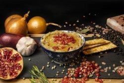 Salată de vinete cu sos din rodie și ceapă image