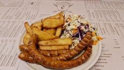 Meniu Cârnați cabanos afumați + cartofi prăjiți + salata de varză image